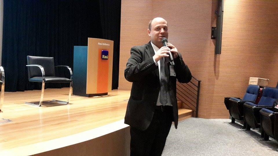Gilberto Waller Junior - Ouvidor Adjunto da Ouvidoria Geral da União em evento da ABRAREC no Itaú